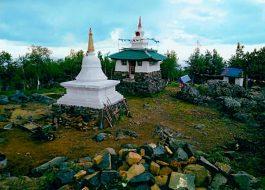 гора-КАЧКАНАР-и-буддийский-монастырь-ШЕДРУБ-ЛИНГ