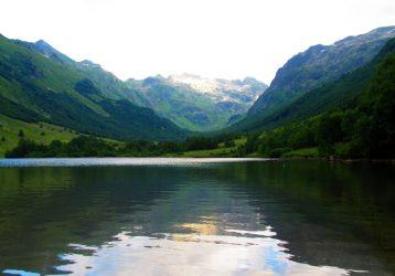 Озеро в горах Кавказа