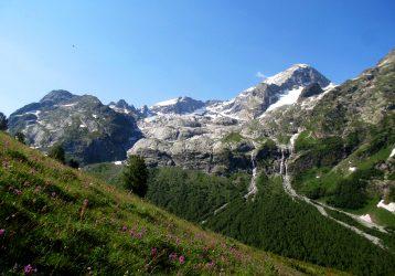 Кавказские горы летом