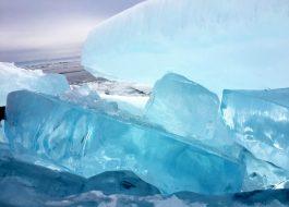 Хрустальный лед Байкала