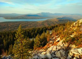 Зюраткуль-Вид-с-хребта-на-озеро