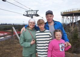Тур в Висим: Южная вершина горы Белой, мараловая ферма, Русская изба